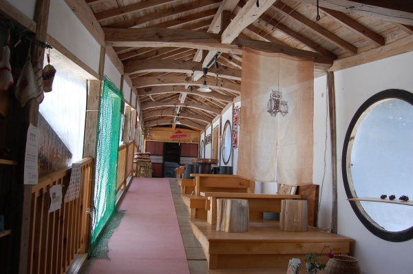 Picture 2:Open Café (Inside Keiganji Temple, one of the Five Temples of Kanakura) *Photograph: Ministry of the Environment (Japan)