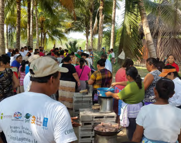 Training in the use of Socially Appropriate Technology (SAT) for cooking, COMDEKS El Salvador