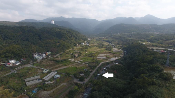 Figure 2. A bird's-eye-view of the production landscape managed by Gongrong community. Balian stream (arrow) flows from the Yangmingshan National Park (background) through Gongrong community (left of the Balian stream) and the neighboring Ankang community is located at the right side of the Balian stream.