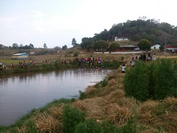 Figure 2 – Harvesting fish in Rio das Cobras Indigenous Land